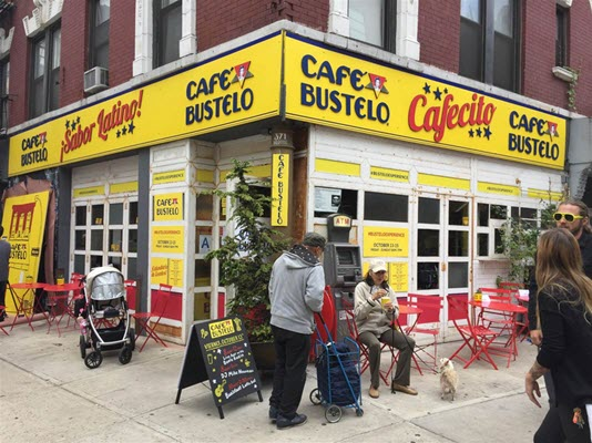 In the Iconic Café Bustelo, A Story of New York's Spanish Immigrant Community, envasado al vacío