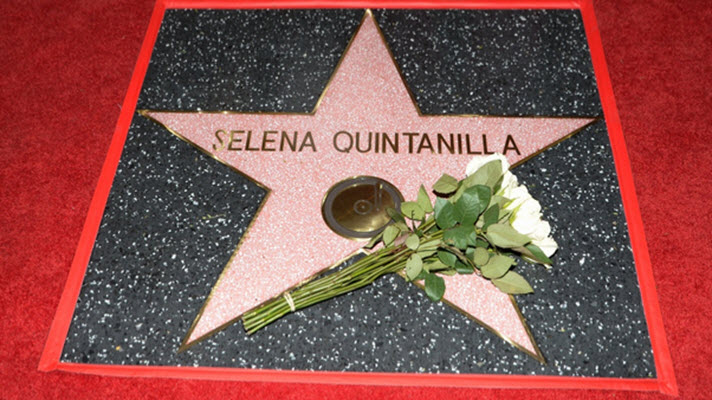 Record crowds turn out to see Selena get a star on the Walk of Fame