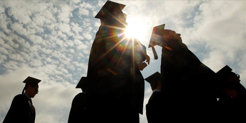 Looking for college scholarships? Here's some advice for Latino students
