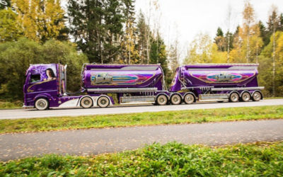 "Purple Mercedes-Benz Actros 2663 ""Lowrider"" Semi Truck is Not All Show"