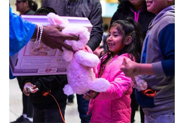 Cultural event celebrates Three Kings with free toys for kids