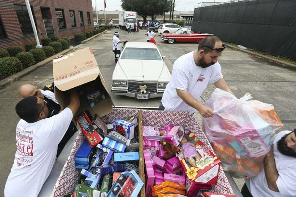 Lowriders continue gift-giving Christmas tradition