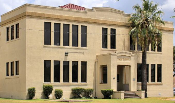 Travis County commissioners endorse preserving Palm School